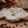 Omas-Butter-Hefekranz-mit-Rosinen-nah-2